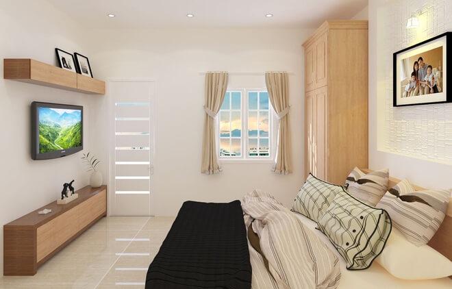 Phòng ngủ bố mẹ có tông màu vàng nhạt lấy ánh sáng từ thông tầng sau nhà, thật ấn tượng trong mẫu thiết kế nhà ống này.