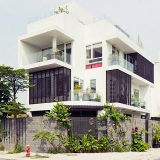 Mẫu nhà 3 tầng đẹp thoáng sáng với gam màu trắng
