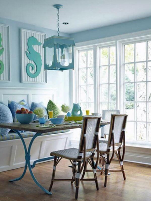Không gian bếp tươi sáng, rực rỡ với sơn nhà đẹp xanh dương, mát mẻ đầy ấn tượng.