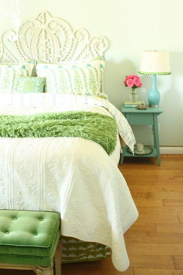 Sơn nhà với gam màu xanh vỏ chanh cho phòng ngủ, thư thái đầy ấn tượng.