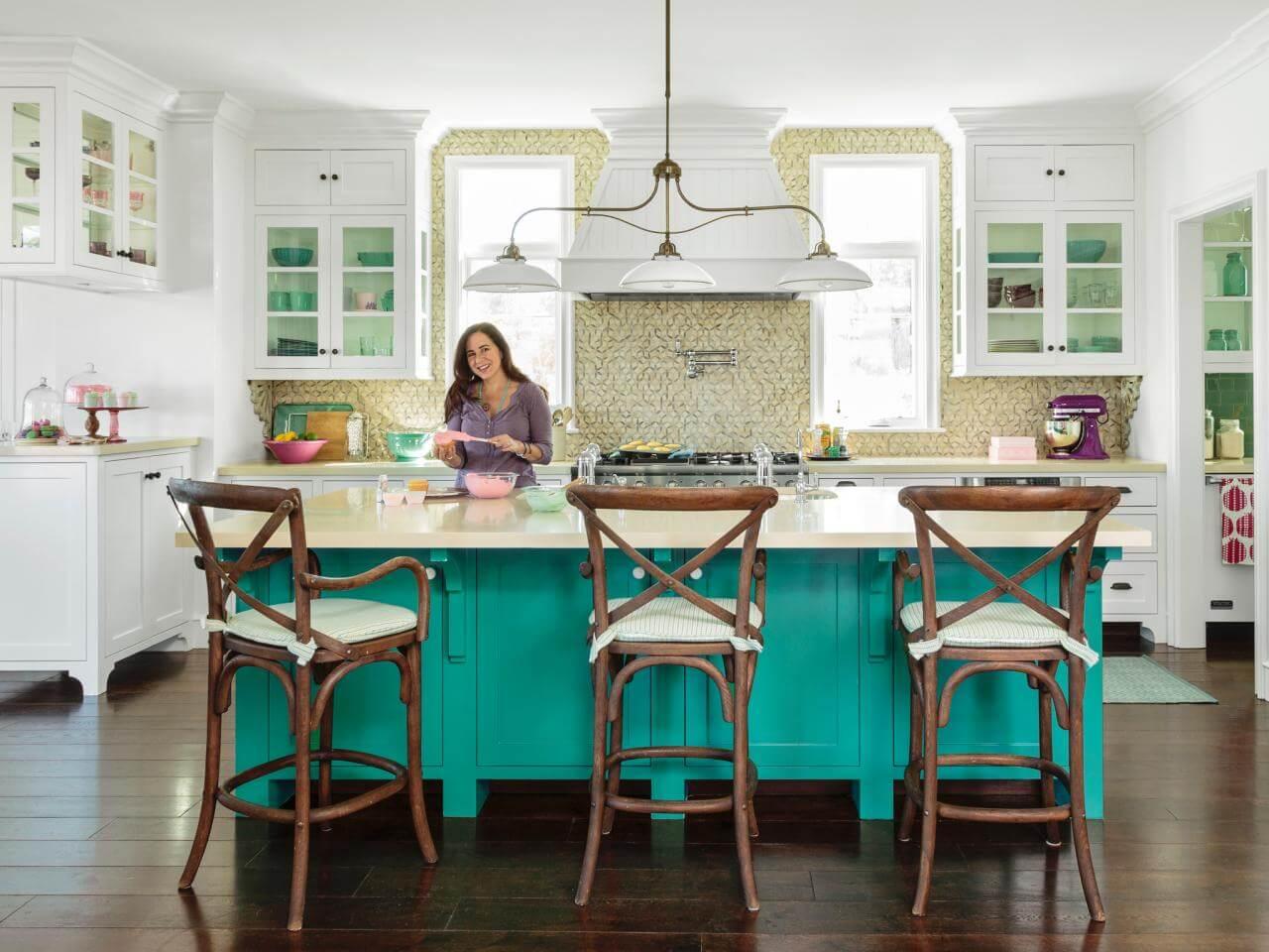 Sơn phòng bếp đẹp, với thiết kế đơn giản của phòng bếp với gam màu trắng sáng đẹp.
