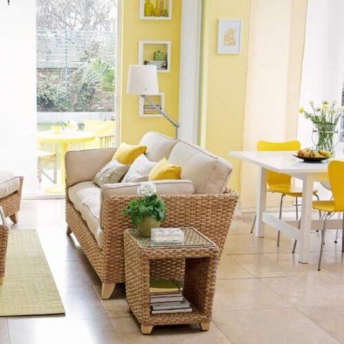 Sơn phòng khách màu vàng với các màu sắc khác để sao cho sắc màu này phù hợp với bối cảnh chung của không gian sống và không quá chói, lạc lõng là điều không hề đơn giản.