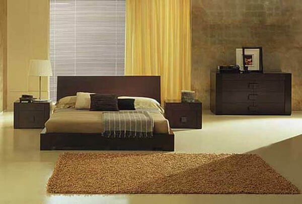 Phòng ngủ dành cho bà sử dụng gam màu ấm áp, nhẹ nhàng, sau cải tạo nhà ống