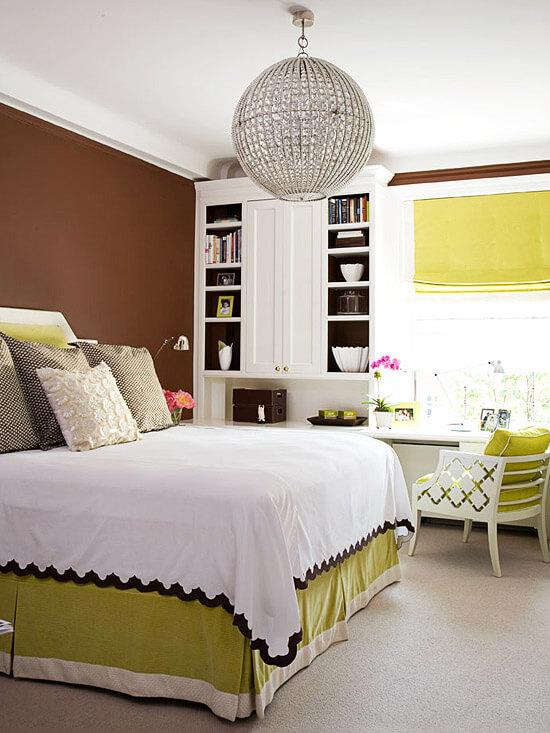 Sắc màu khiến không gian phòng ngủ, màu sơn đẹp vô cùng nổi bật với trắng kết hợp mảng tường nâu tạo điểm nhấn nổi bật.