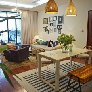 Cải tạo căn hộ với không gian phòng khách, tối giản, mộc mạc, tận dụng tối đa đồ nội thất cũ, giảm chi phí.