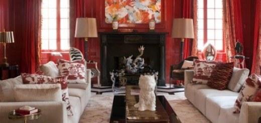 Sơn nhà với tông màu hồng sẫm - trắng cho phòng khách thêm rực rỡ, ấm áp đón tết.