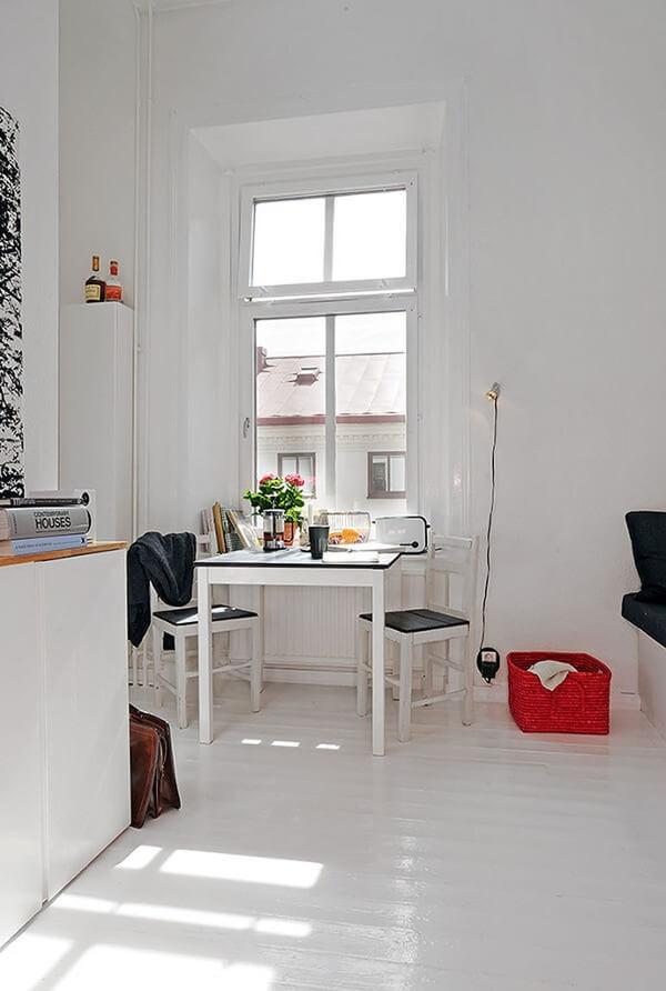 Sửa chữa cải tạo căn hộ với không gian bếp, bàn ăn nhỏ, gọn gàng sạch sẽ, linh hoạt trong căn hộ.