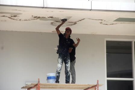 Sửa chữa nhà phố cũ kỹ thấm dột