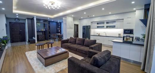 Sửa chữa nhà với phòng khách và bếp được thiết kế mở theo phong cách đương đại