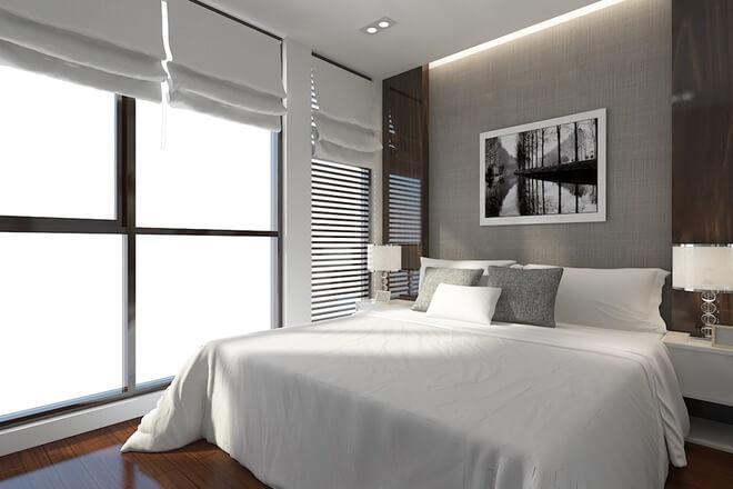 Phòng ngủ của bố mẹ trong mẫu thiết kế nhà, thông thoáng và kín đáo với khung cửa sổ lớn và rèm cửa