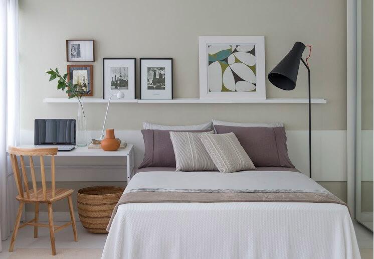 Thiết kế nội thất phòng ngủ nhỏ, đồ đạc được bố trí gọn gàng, gam màu trắng sẽ làm cho căn phòng trở nên rộng rãi hơn.
