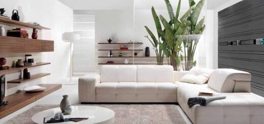 Phòng khách căn hộ chung cư cải tạo tông màu trắng trở nên hút mắt hơn với ghế sofa chữ L màu trắng và một chiếc bàn tròn thấp