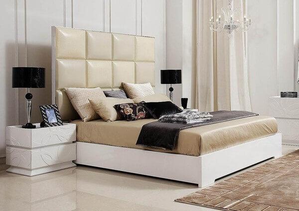 Cải tạo căn hộ với phòng ngủ cho đôi vợ chồng trẻ sử dụng gam màu đơn giản, nhã nhặn.