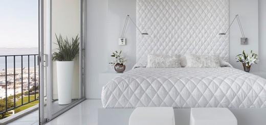 Mẫu sơn nhà đẹp, màu trắng cũng có thể tạo nên sự sang trọng và đẳng cấp. Từ giường, ga đệm cho tới sàn nhà và tường đều là những sắc trắng khác nhau nhưng vẫn tạo sự hòa hợp và gắn kết.