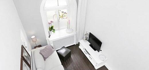 Trong mẫu thiết kế căn hộ với không gian tiếp khách nhìn từ gác xép, được bài trí đơn giản, hiện đại, sáng rộng với tông trắng chủ đạo.