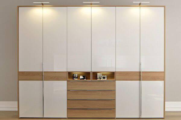 Thiết kế nội thất nhà chung cư với mẫu tủ quần áo dành cho nhà có nhiều người.