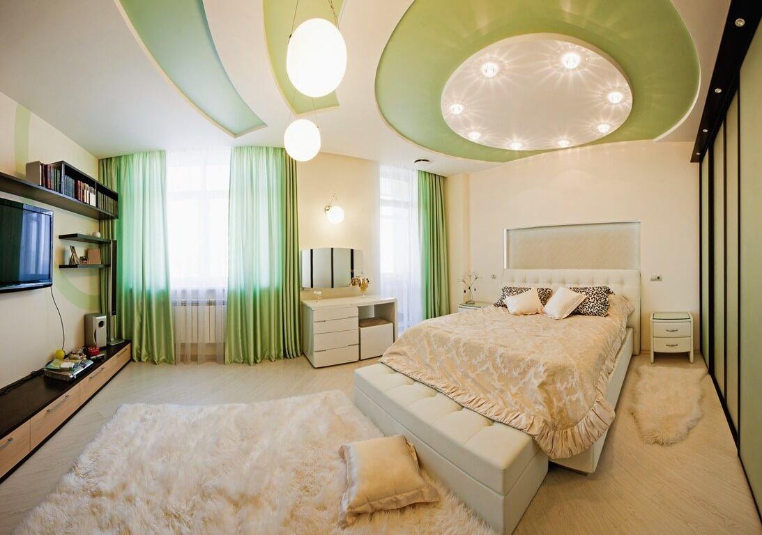 Trần nhà được thiết kế theo phong cách ruộng bậc thang xanh mát, trong thiết kế trần thạch cao cho căn phòng thêm thơ mộng.