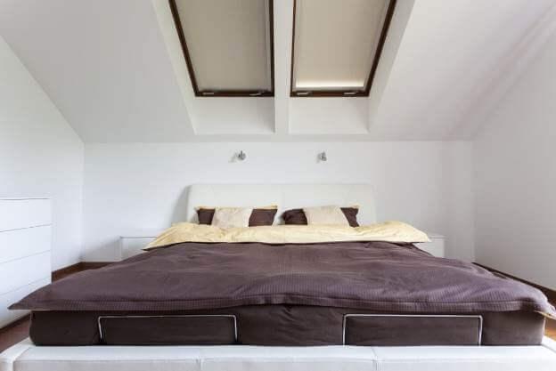 Thiết kế trần thạch cao, với ý tưởng thiết kế cửa sổ cho trần sẽ thích hợp với phòng ngủ ở tầng áp mái