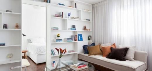 Cải tạo căn hộ, với phòng khách được mở rộng, bức tường trắng và đồ nội thất đa dụng góp phần không nhỏ trong việc tạo ra các đường nét thanh lịch.
