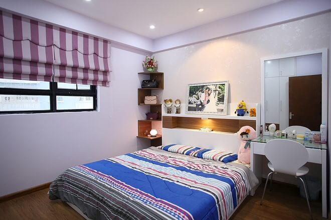 Phòng ngủ Bố Mẹ với mẫu cải tạo nhà chung cư này, thiết kế cởi mở, trẻ trung. Bởi vậy, phòng nào trong nhà cũng có những món đồ trang trí đáng yêu.