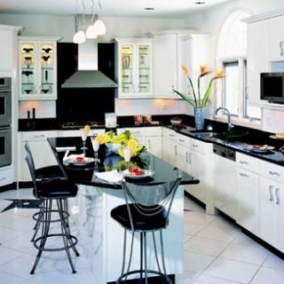 Theo thuật phong thủy nhà bếp, không nên đặt bếp nấu ăn nhìn thẳng ra cửa chính hay phía sau bếp là cửa sổ.