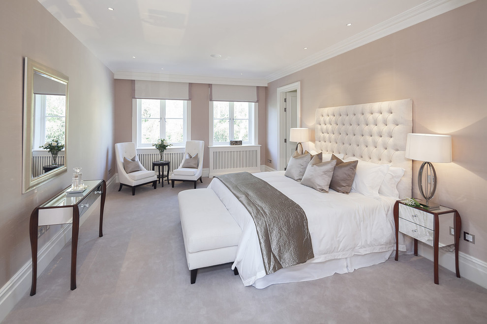 Nâu cũng là gam màu kết hợp hoàn hảo với ánh sáng tự nhiên. Tường với sắc sơn nâu nhạt, kết hợp thêm ánh sáng ở bên ngoài tràn vào sẽ tạo không gian vô cùng lãng mạn cho phòng ngủ.
