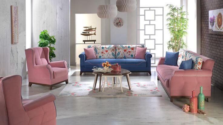 Sơn nhà với tông trắng sáng, kết hợp nội thất hồng thạch anh và xanh da trời đậm tạo cảm giác vừa trang nhã vừa sang trọng cho phòng khách.