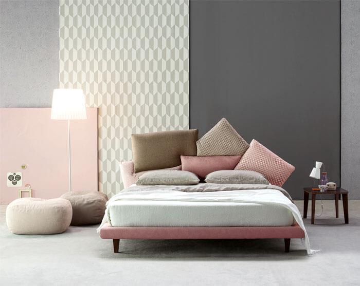 Không có màu xanh dương, nhưng những hồng thạch anh kết hợp với ghi xám sơn nhà và nâu cũng rất tuyệt vời cho một phòng ngủ.