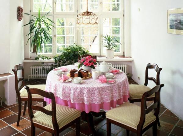 Hãy tô điểm màu sắc sơn nhà với tông màu trắng, tạo cảm giác rộng rãi thoáng mát cho không gian bếp nhà bạn.