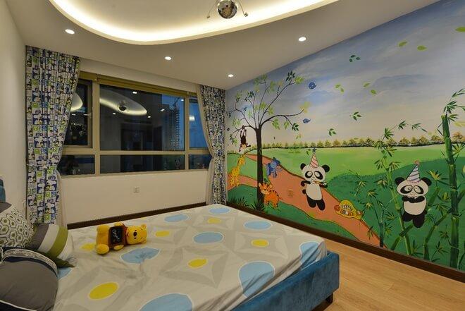Thiết kế nội thất nhà chung cư 2 tầng, với phòng của con trai được thiết kế bắt mắt với tranh tường ngộ nghĩnh.