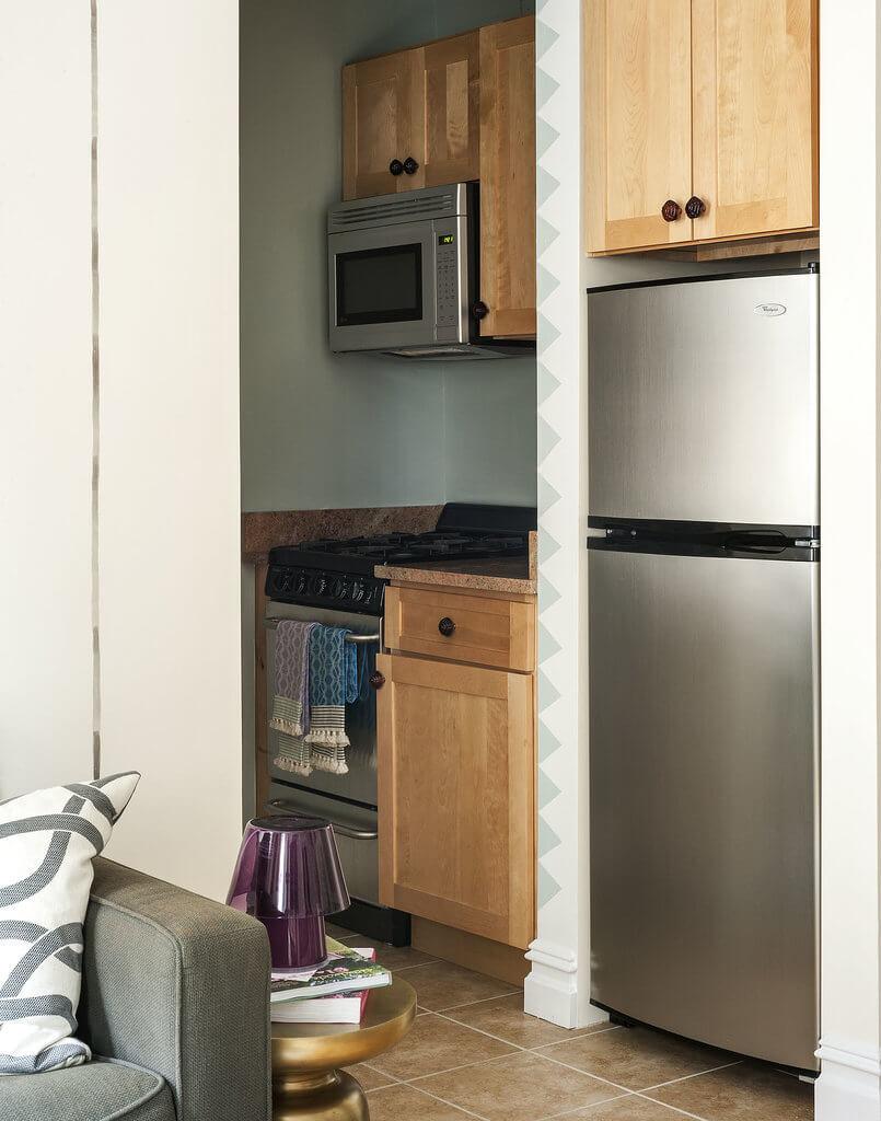 Thiết kế nội thất nhà chung cư, với không gian bếp nhỏ, tiện nghi hiện đại.