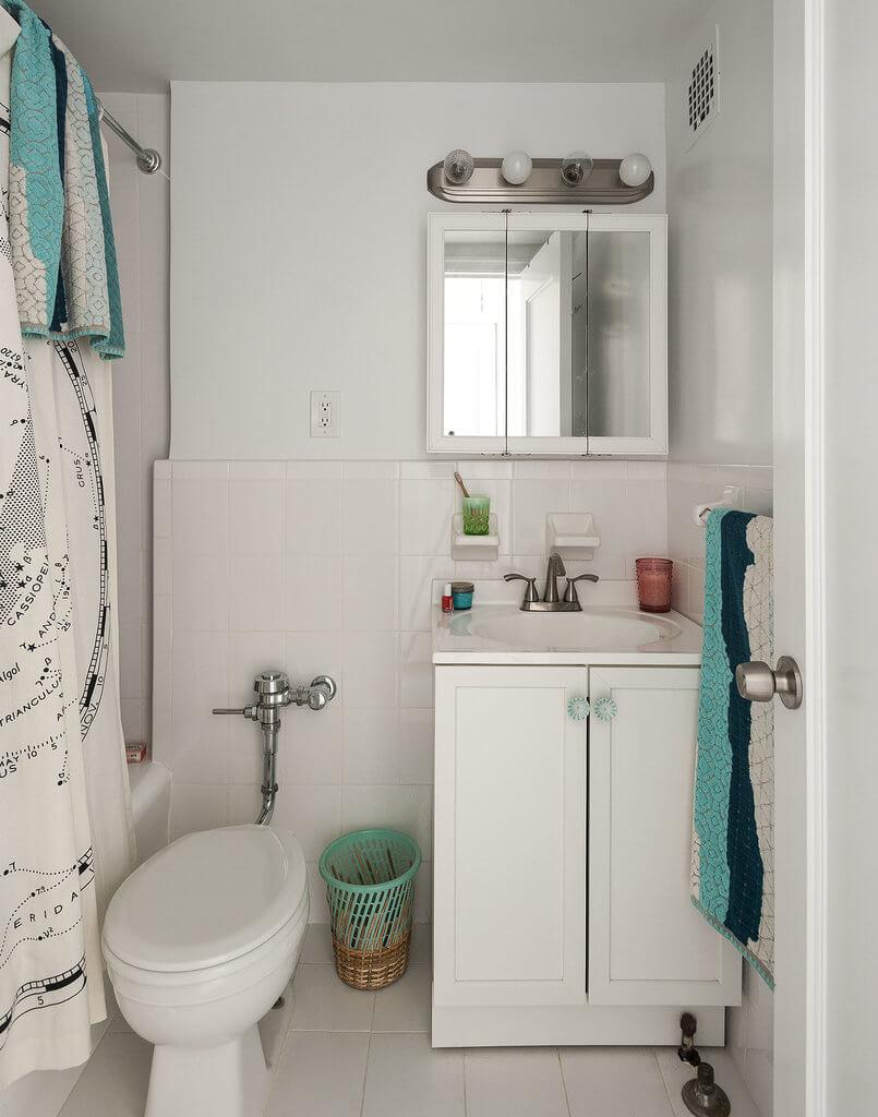 Thiết kế nội thất nhà chung cư nhỏ, với phòng tắm, sử dụng màu trắng làm chủ đạo giúp tạo một không gian đem lại cảm giác rộng rãi hơn.