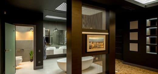 Thiết kế nội thất nhà chung cư, phòng tắm không hề có tường che ngăn cách giữa phòng tắm và phòng ngủ mà chỉ có một bức rèm mỏng, kết hợp kệ tivi để chủ nhân căn hộ có thể giải trí khi ngâm mình trong bồn tắm.