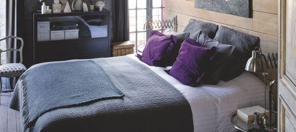 Kê giường hợp phong thủy, tránh kê giường ở nơi mà dưới lòng đất có mạch nước ngầm để hạn chế những rung động xấu.