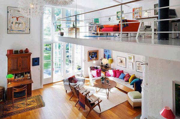 Bạn đang không thể rời mắt khỏi ngôi nhà siêu màu sắc với tầng lửng vô cùng duyên dáng của mẫu nhà đẹp này. Tầng lửng được bố trí ở khu vực luôn tiếp nhận được nhiều ánh sáng giúp chủ nhà có một góc làm việc, góc thư giãn riêng tư thật đáng ghen tị.