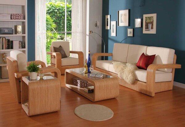 Màu sắc sơn nhà như xanh lá, tím và đỏ kết hợp nội thất gỗ hợp cho người tuổi dần.