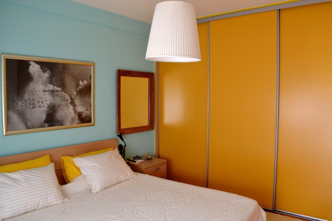 Phòng ngủ sơn nhiều gam màu trong cùng một căn phòng không hề khiến không gian bị thu hẹp mà ngược lại, phòng ngủ trở nên ấm áp hơn rất nhiều.