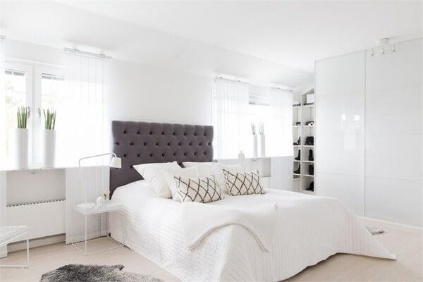 Thiết kế nội thất nhà chung cư với không gian phòng ngủ toát lên không khí hiện đại với thiết kế đầu giường ấn tượng, cực sang trọng.