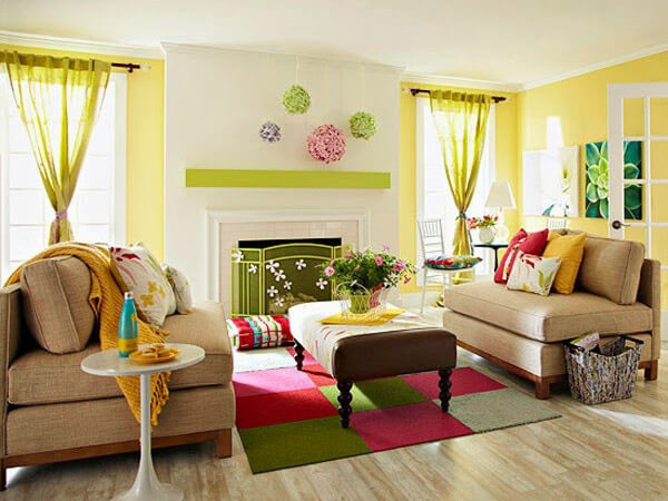 Không gian tràn ngập màu sơn phòng khách vàng cá tính.
