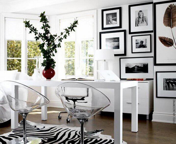 Sơn phòng làm việc có diện tích nhỏ hãy tăng cường gam màu trắng hơn, đồng thời thêm một số đồ nội thất màu đen làm điểm nhấn.