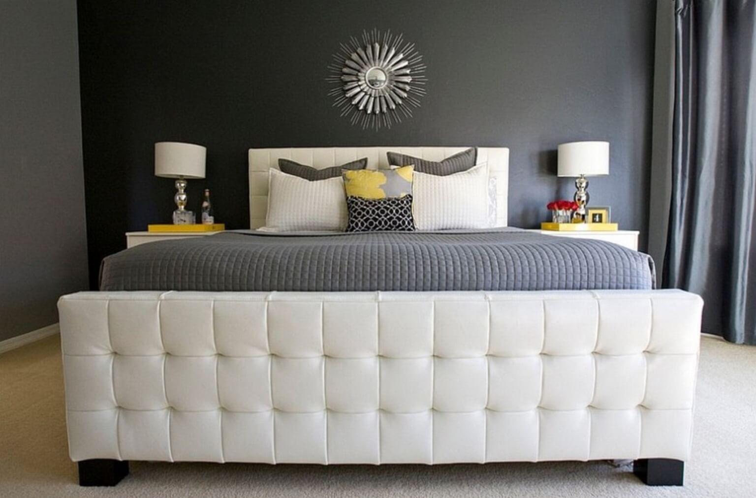 Nếu bạn yêu thích màu xám vì vẻ đẹp trung tính mà chúng mang lại, bạn có thể nghĩ đến việc sử dụng kết hợp thêm sắc vàng, trắng và đen để có được một phòng ngủ hoàn hảo nhất.