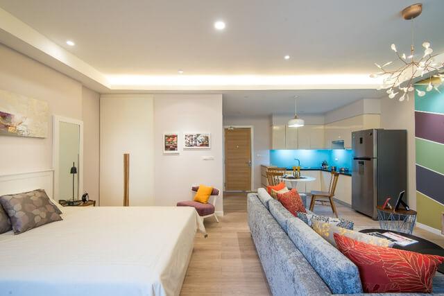 Nhà chung cư chia phòng đối với người độc thân dường như không cần thiết, bởi vậy gia chủ đã lựa chọn phong cách căn hộ studio để toàn bộ căn phòng trở nên rộng hơn.