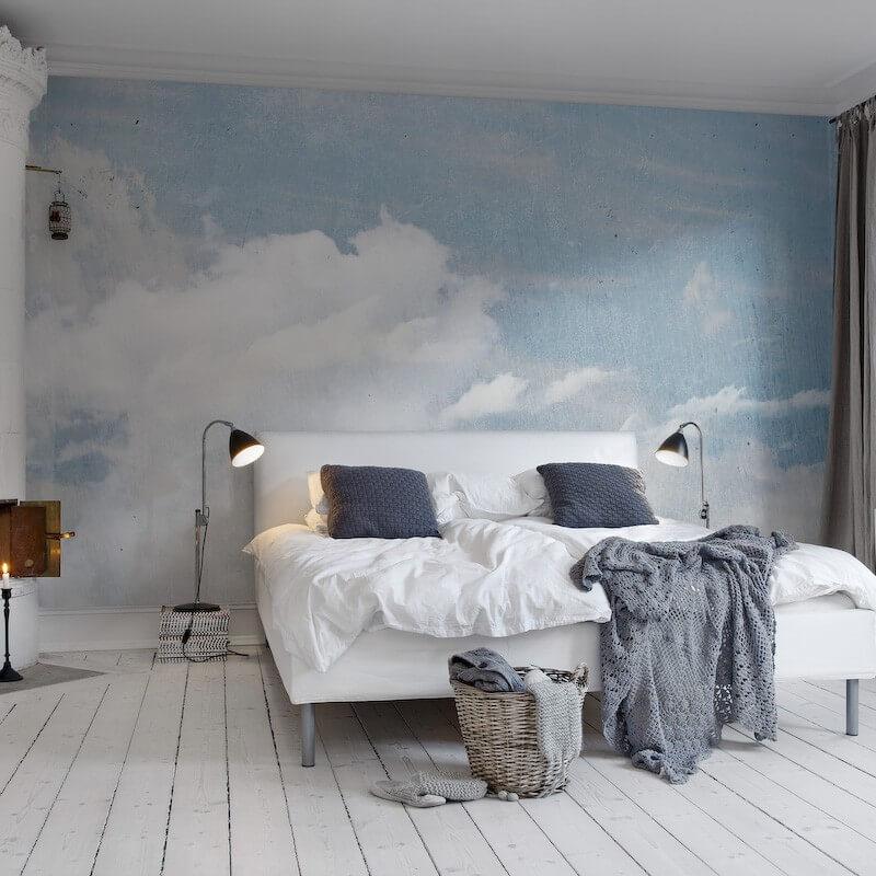 Sơn phòng ngủ nền trời màu xanh và những đám mây màu trắng, đôi khi nền trời còn là màu xám do những đám mây tạo thành khi mưa giông.