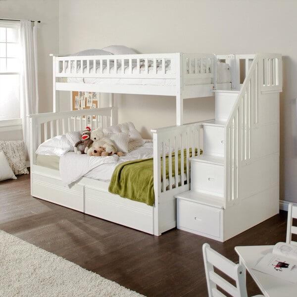 Giường tầng cho 2 con phù hợp cho phòng ngủ 10m2, tông màu trắng tạo cảm giác rộng rãi hơn, sau cải tạo sửa chữa nhà và bố trí nội thất.