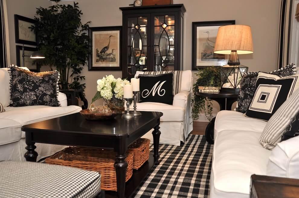 Đơn sắc không phải luôn luôn là sự kết hợp của hiện đại và tối giản. Hãy thử thay đổi phòng khách truyền thống nhà bạn bằng việc giữ lại những chiếc ghế ngồi thoải mái cỡ lớn.