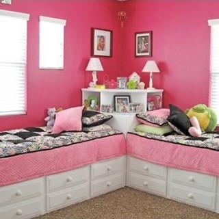 Cải tạo nhà với Kiểu bố trí giường gọn vào góc nhà giúp các bé có nhiều không gian vui chơi.