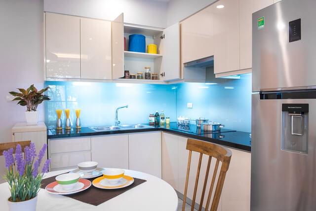 Bố trí được cả bộ bàn ăn ở bếp trong nhà chung cư 42m2 dường như là điều bất khả thi với những căn hộ khác