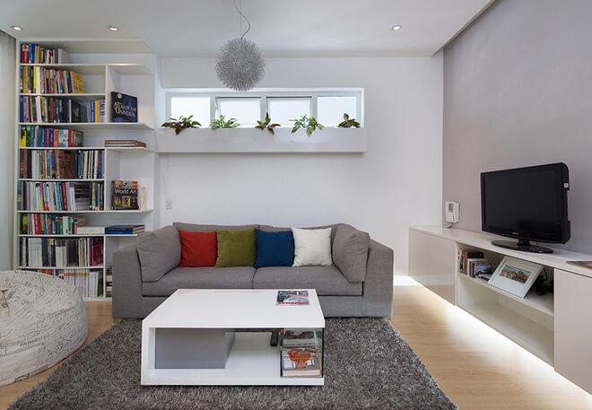 Phòng khách hiện đại với các tông mầu trắng xám sinh động