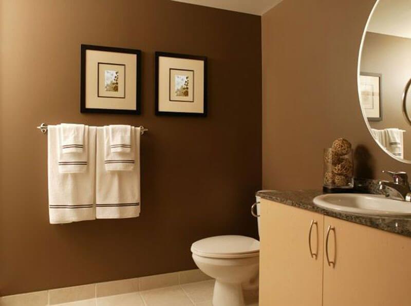 Sửa chữa căn hộ với phòng tắm màu nâu trắng nội thất hiện đại