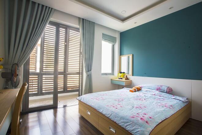 Cách chia nhà thành các khúc nhỏ trong thiết kế nhà ống này, giúp cho tất cả các phòng ngủ đều có nhiều ánh sáng tự nhiên.